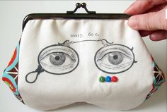 What a splendid little purse this is!  This little Eyeglass case was created by a crafter reader from Portugal!     How cute!! The image us...