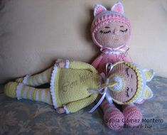 Bebe Sonia - Amigurumi Free Patterns and Amigurumi Tutorials Amigurumi Tutorial, Chrochet, Free Pattern, Winter Hats, Crochet Hats, Dolls, Christmas Ornaments, Color Rosa, Exterior