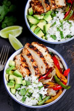 Juicy griddled Cajun chicken with charred veggies and coriander-lime rice – ready in 30 minutes. A great weeknight dinner! Sub chicken with beans! Healthy Dishes, Food Dishes, Healthy Recipes, Clean Eating, Healthy Eating, I Love Food, Food Inspiration, Dinner Recipes, Easy Meals