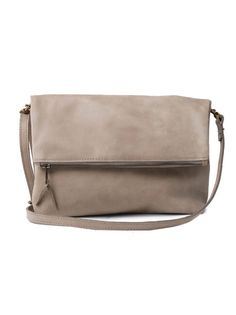 The perfect bag for the stylish girl on the go, the Menbere Foldover features a removable crossbody strap so you can easily transition from day to night. The relaxed silhouette complements any outfit