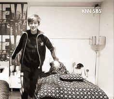 you can practically see his tail wagging. (gif) #chanyeol #roommate