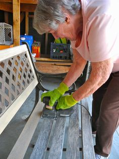DIY refurbish a bench with outdoor paint
