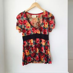 Guinevere sweater top Floral top in lightweight knit cotton. Short sleeves. Size M. Preloved condition. Anthropologie Sweaters
