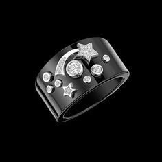 Cosmique de CHANEL Ring in 18K white gold, black ceramic and diamonds.