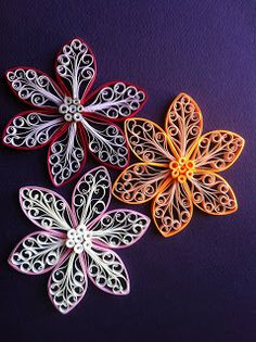 Rachielle's Quilling: royal flower. Very good tutorial on how to make these flowers (plus other quilling items). Very helpful!!!!