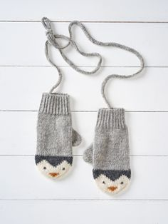 Ravelry: Penguin Mittens by Button and Blue . Ravelry: Penguin Mittens by Button and Blue Record of Knitting Ya. Love Knitting, Knitting For Kids, Knitting For Beginners, Knitting Stitches, Knitting Projects, Baby Knitting, Knitting Patterns, Knitting Tutorials, Hat Patterns