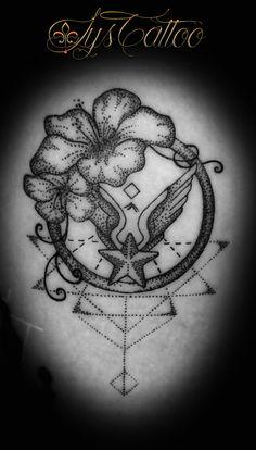 - Tatouage symbole militaire, fleurs d'hibiscus, lignes géométriques, graphiques. Tatouage lignes et dotwork   By Lys Tattoo à Gradignan (Bordeaux, FRANCE) Compass Tattoo, Body Art Tattoos, Dots, Bordeaux France, Model, Instagram, Line Work Tattoo, Tattoo Bird, Tattoo Studio