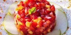 Tartare de fraises et nectarines Ingrédients pour 4 personnes 500 g de fraises     1 pomme granny-smith     3 nectarines     2 citrons verts     3 cuill. à café de miel     3 branches de basilic     4 spéculos