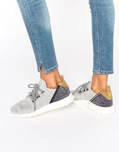 ¡Cómpralo ya!. Zapatillas de deporte de ante gris Flux Adv de adidas Originals. Zapatillas de deporte de Adidas, Exterior de cuero, Diseño con cordones, Logo en la lengüeta, Talón acolchado para una mayor comodidad, Suela gruesa, Dibujo moldeado, Limpiar con un paño húmedo, Exterior de 100% cuero auténtico. Fundada hace 60 años, Adidas es una de las marcas de moda urbana más icónicas del mundo. Su incomparable capacidad para fusionar moda y funcionalidad es evidente en su gama de z...