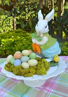 Wonderful Easter Decoration Ideas For Your Inspiration; Easter Table Decoration Ideas With Egg And Bunny; Hoppy Easter, Easter Bunny, Easter Eggs, Ostern Party, Diy Ostern, Easter Table Decorations, Easter Centerpiece, Easter Decor, Centerpiece Ideas
