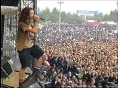 PEARL JAM PINKPOP 1992 - Eddie gets to crazy with his expressions. Gives you chills sometimes