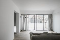 Be Ghent - Picture gallery Large Lamps, Living Room Windows, Black Lamps, Lamp Design, Townhouse, Floor Lamp, Furniture, Home Decor, Belgium