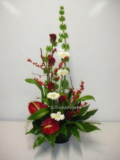 voici ce que je vous propose. Altar Flowers, Church Flower Arrangements, Church Flowers, Diy Flowers, Pretty Flowers, Flower Vases, Floral Arrangements, Flower Ideas, Deco Floral