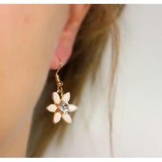 Náušnice Lily Cream | Womanology.sk #earrings #fashionjewelry #fashionjewellery #costumejewelry #costumejewellery #bijouterie #bijoux #fashion #style #accessories Lily, Drop Earrings, Cream, Pretty, Jewelry, Fashion, Jewels, Chowder, Jewlery