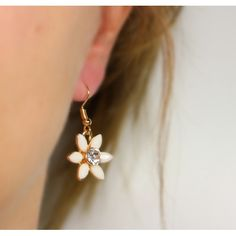 Náušnice Lily Cream   Womanology.sk #earrings #fashionjewelry #fashionjewellery #costumejewelry #costumejewellery #bijouterie #bijoux #fashion #style #accessories