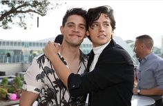Riverdale, casey cott, and cole sprouse image Riverdale Kevin, Riverdale Archie, Riverdale Cast, Riverdale Memes, Lili Reinhart, The Cw, Stranger Things, Betty & Veronica, Cole Sprouse Funny