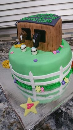 Horse & Stable cake