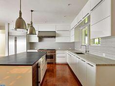 A modern, minimalistic Philadelphia kitchen.