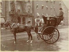vintage everyday: Black and White Photographs of Streets of NYC in New York taxi cab. New York Taxi, New York City, Old Pictures, Old Photos, Fosse Commune, Portraits Victoriens, Photographie New York, Horse Carriage, Vintage New York