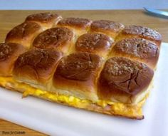 Snacking on Cheesy Ham and Egg Baked Breakfast Sandwiches are the best way to start your weekend! You can prep this breakfast slider sandwich recipe the night before in about 10 minutes. Breakfast Egg Bake, Breakfast Potluck, Breakfast Slider, Breakfast Items, Perfect Breakfast, Breakfast For Kids, Breakfast Recipes, Breakfast Casserole, Slider Sandwiches