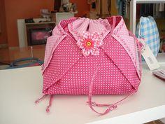 https://flic.kr/p/bvnu2g   Necessaire Japanesa 2 - 0006   Linda necessaire - estilo japonesa . Confeccionada em tecido 100% algodão. Tamanho: 30 x 23 x 8 cm.