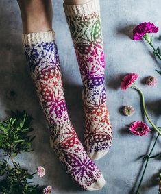 Knitting Patterns Free, Free Knitting, Knitting Socks, Knit Socks, Knitting Ideas, Garnstudio Drops, Cool Socks, Awesome Socks, Fair Isle Knitting