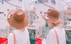 ポンポン付きワイドストローハット  - [Daily about:デイリーアバウト]韓国人気レディースファッション通販! お手ごろなオリジナルアイテムが盛りたくさん!!