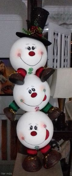 1 million+ Stunning Free Images to Use Anywhere Snowman Christmas Decorations, Snowman Crafts, Christmas Snowman, Christmas Projects, Holiday Crafts, Christmas Holidays, Christmas Wreaths, Christmas Ornaments, Natal Diy