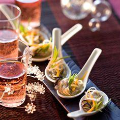Découvrez la recette Cuillères d'huîtres aux petits légumes sur cuisineactuelle.fr.