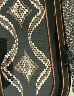 Broderie Bargello, Swedish Weaving Patterns, Lotus Design, Needlepoint, Rugs, Crochet, Pink Rug, Crochet Diagram, Decorated Notebooks