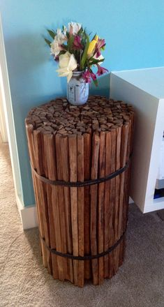 Great tribute to my grandfather and ancestors for years of hard work in Tobacco stick bundle side table. Great tribute to my grandfather and ancestors for years of hard work in the fields! Craft Stick Crafts, Crafts To Do, Wood Crafts, Diy Crafts, Wood Projects, Woodworking Projects, Projects To Try, Furniture Projects, Diy Furniture