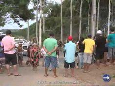 """POPULAÇÃO EXPULSA INVASORES DO MST -  Vocês têm de assistir a este vídeo. De fato, """"o povo (o verdadeiro), unido, jamais será vencido""""! Parabéns, população do Rio Vermelho, em Santa Catarina!"""