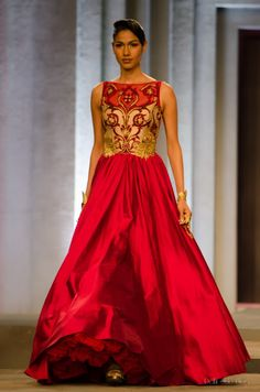 A beautiful red and gold embroidered wedding gown displayed at the IBFW 2013. Source:delhistyleblog.com