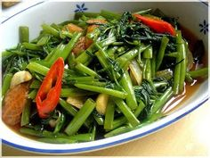 Kangkung Saus Tiram (Oyster Sauce Kangkung) - easy and yummy recipe Paleo Recipes, Asian Recipes, Dinner Recipes, Cooking Recipes, Ethnic Recipes, Water Spinach, Good Food, Yummy Food, Healthy Food