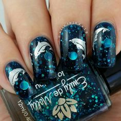 Polishes: Emily de Molly Oceanic Forces and Essie No Place Like Chrome  Stamping design: Bundle Monster