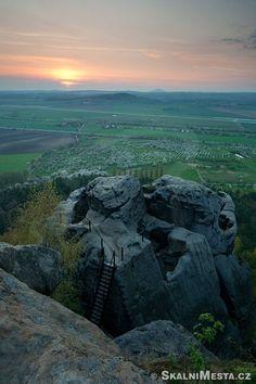 ČESKÝ RÁJ Drábské světničky Prague, Tally Marks, Castle Rock, Summer Travel, Czech Republic, Travel Destinations, Scenery, Places To Visit, Landscape