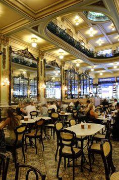 CONFEITARIA COLOMBO – Fundada em 1894, Rua Gonçalves Dias, 32 / Centro - Rio de Janeiro, em seus espaços grandiosos reluzem espelhos belgas e imperam o belíssimo mobiliário em jacarandá e as bancadas de mármore italiano, símbolo máximo da belle époque da cidade, faz parte do Patrimônio Histórico e Artístico do Rio de Janeiro.