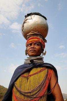 *Bonda woman carrying a pot. Onkadelli, Orissa, India. Photo credit: Leonid Plotkin.