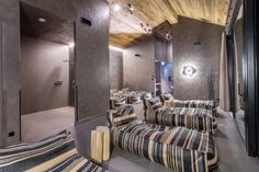 The Senses Violett Suites are nestled up against the foot of the Schmitten – Zell am See's local mountain: Nature, style and luxury combine to pure relaxation. Alpine Modern, Zell Am See, Executive Suites, Lofts, Being A Landlord, Architecture Design, Relax, Mountain, Peace