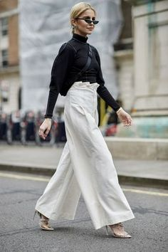 The Best Street Style At London Fashion Week Elle Magazine. H&M trousers . The Best Street Style At London Fashion Week Elle Magazine. Style Work, Look Street Style, Street Style 2018, Street Style Trends, Mode Style, Street Styles, London Fashion Week 2018 Street Style, The Best Street Style, Street Style Fashion Week 2018
