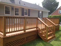 Building A Deck 103934703886689129 - lattice skirt is rare example of framing, looks much nicer than plain lattice. Source by joanhess Front Porch Deck, Screened Porch Designs, Patio Deck Designs, Patio Design, Small Deck Designs, Deck Design Plans, Deck Railing Design, Mobile Home Deck, Decks For Mobile Homes