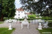 Location: Weiherschloss - Schloss Bottmingen, Switzerland Restaurant, Outdoor Furniture Sets, Outdoor Decor, Wedding Locations, Dolores Park, Villa, Places, Travel, Places To Go
