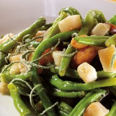 Green Beans with Fresh Sage, Pears and Peanuts - T-fal Actifry Actifry Recipes, Crispy Chips, Crispy Fried Chicken, Recipe T, Summer Dishes, Vegetable Side Dishes, Air Fryer Recipes, Pears, Green Beans