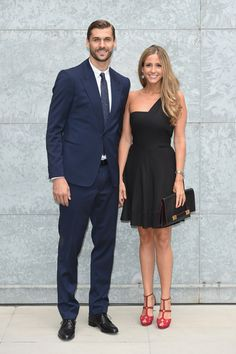 Fernando Llorente y su novia María Lorente, invitados de lujo al desfile de Armani en Milán #fashion #fútbol