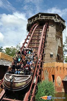 17/17   Photo de l'attraction SuperSplash située à Plopsaland de Panne (Belgique). Plus d'information sur notre site www.e-coasters.com !! Tous les meilleurs Parcs d'Attractions sur un seul site web !!