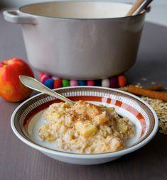 Oatmeal porrigde that tastes like apple pie Breakfast Snacks, Breakfast Time, Breakfast Recipes, Food Porn, Zeina, Good Food, Yummy Food, Recipe For Mom, Brunch Recipes
