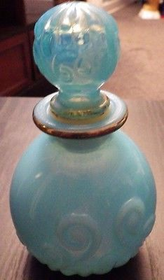 VINTAGE-PALE-BLUE-GOLD-MILK-GLASS-DECANTER-PERFUME-BOTTLE-MINT-AVON