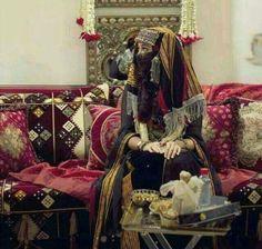 Yemen Women, Yemeni People, Wedding Hall Decorations, Afghan Dresses, Traditional Wedding Dresses, The Beautiful Country, Stylish Dresses, Alice In Wonderland, Vintage Ladies