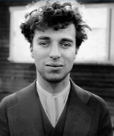 A photographic portrait of Charlie Chaplin as a young man, Hollywood, taken around 1916 by an unknown photographer. Sir Charles Spencer Chaplin was an English comic actor and film producer and director of the silent film era. Charlie Chaplin, Colorized Historical Photos, Colorized History, Historical Pictures, Photo Star, Cinema Tv, Charles Spencer, Without Makeup, Silent Film