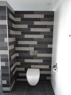 Mosa tegelstroken in badkamer en toilet 203V 206V en 216 v 10x60 cm, wandtegels mat wit 30x60 cm gerectificeerd
